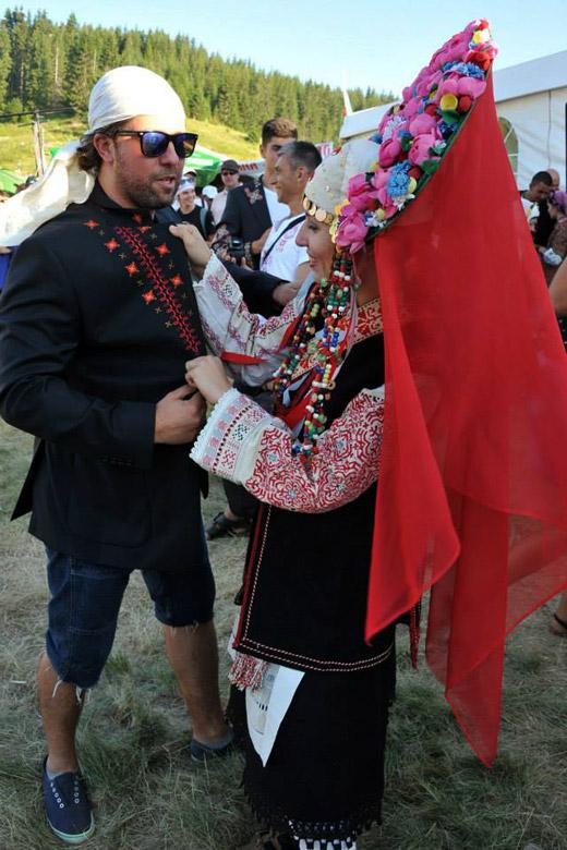 Цветомир Петков и RICHMART VINTAGE представиха бродирани мъжки сака на