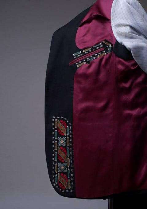Модни тенденции: Мъжки сака с български шевици