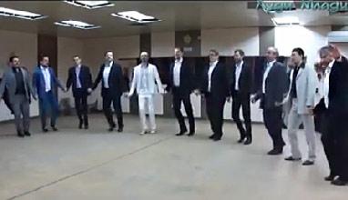 Носят ли българските мъже костюми?
