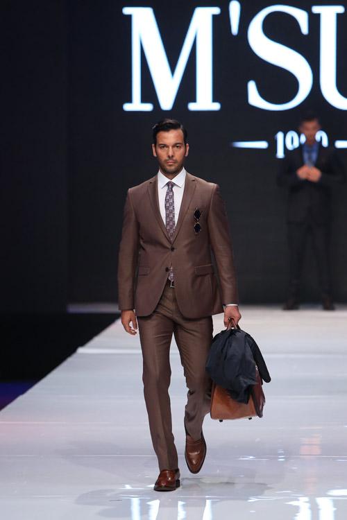 Модел на M'Suit