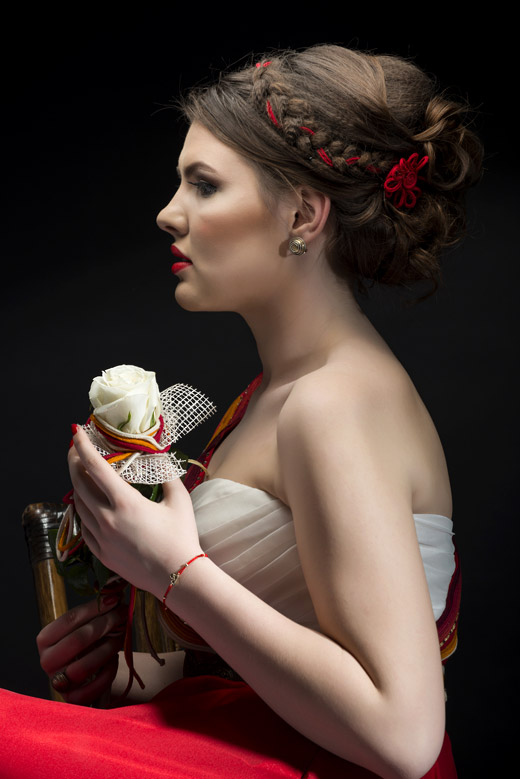 Най-оригиналната бална рокля с фолклорен мотив