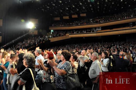 Бен Крос с реч на български език на премиерата на новия спектакъл на Ансамбъл