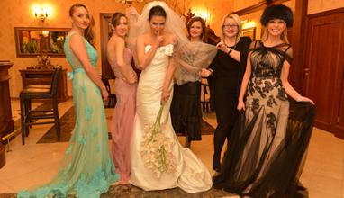 Водещите на предаването Dolce Vita в тоалети от Bridal Fashion