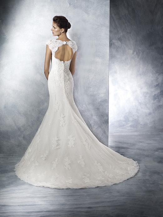 Бляскавите колекции на White One by Pronovias Fashion Group и St.Patrick ексклузивно в Сватбен център Брилянтин