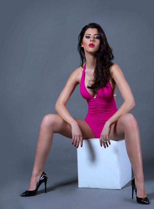 Топмоделът Мина Попова представя България на Lady Universe 2016