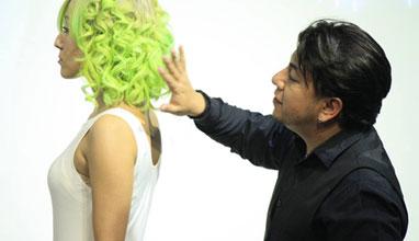Неон в косите - ултрамодерният дрескод