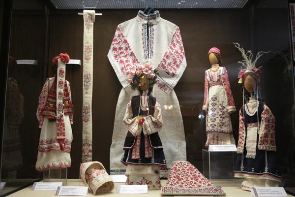 Изложба на български шевици в София
