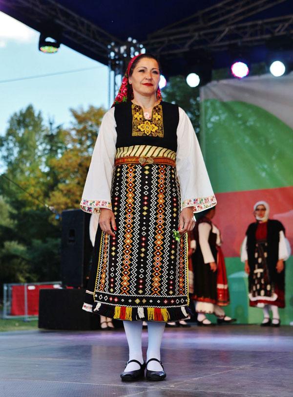 Завладяващи народни обичаи, песни и танци завзеха Южния парк