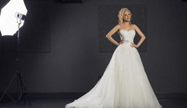 Топмоделът Алекс Йорданова е на корицата на Сватбен каталог