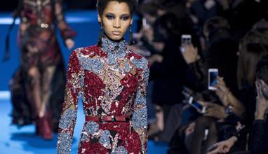 Викторианска мода и високи ботуши - емблемите на Парижката седмица на модата
