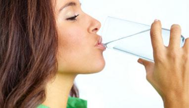 Борим вирусите ако пием два литра вода на ден