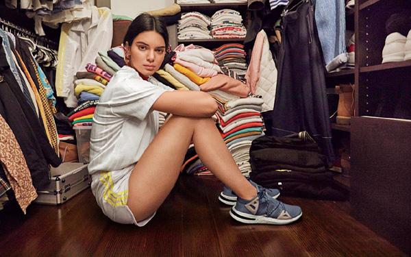Кендъл Дженър рекламно лице на нов модел маратонки на adidas Originals