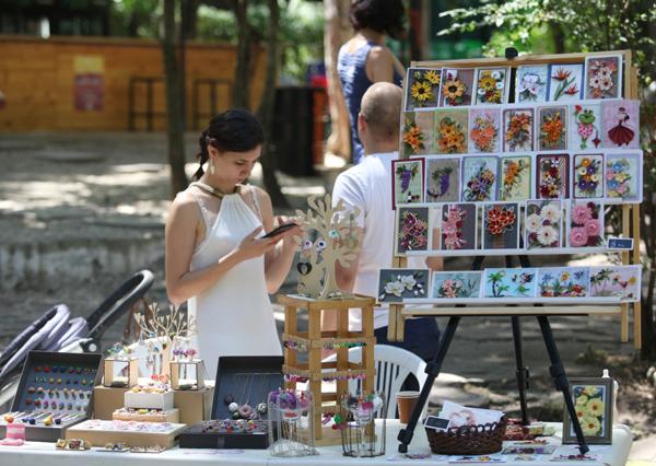 Бижута от вилици на базар в София