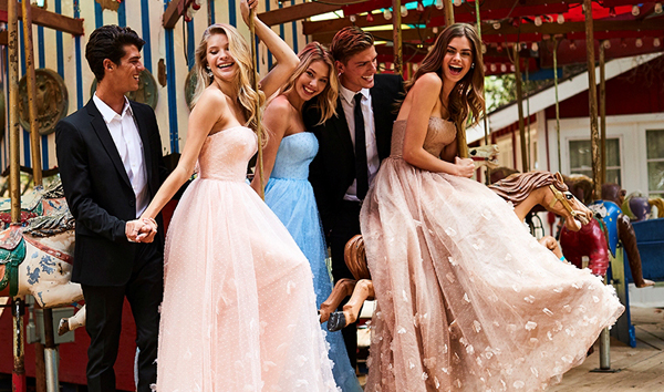 Официалните рокли на Pronovias и Sherri Hill – колекция 2018, налични в Сватбен център Брилянтин