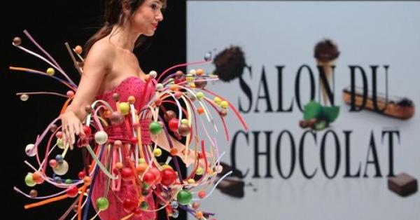 Салон на шоколада в Париж показа тоалети от шоколад