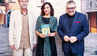 """Излезе книгата """"Да нахраниш анаконда"""" на Жанета Стойкова"""