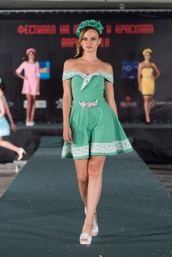 Фолклорни мотиви от модна къща Елена Христова на Фестивала на Модата и Красотата 2018