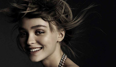 Лили-Роуз Деп с топлес снимка за Vogue Италия