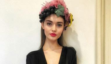 Роден модел дефилира за Dolce and Gabbana