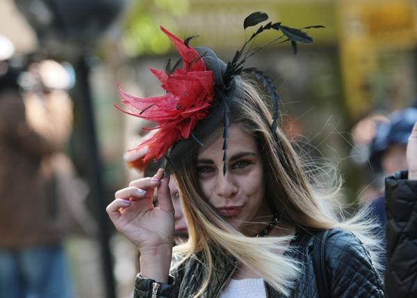 Ирина Сардарева с парад на шапките в София