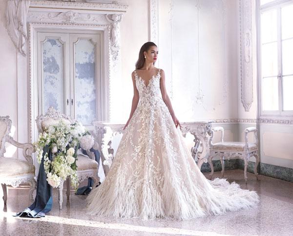 Лятното издание на Сватбен Каталог идва с рокля Demetrios на корицата