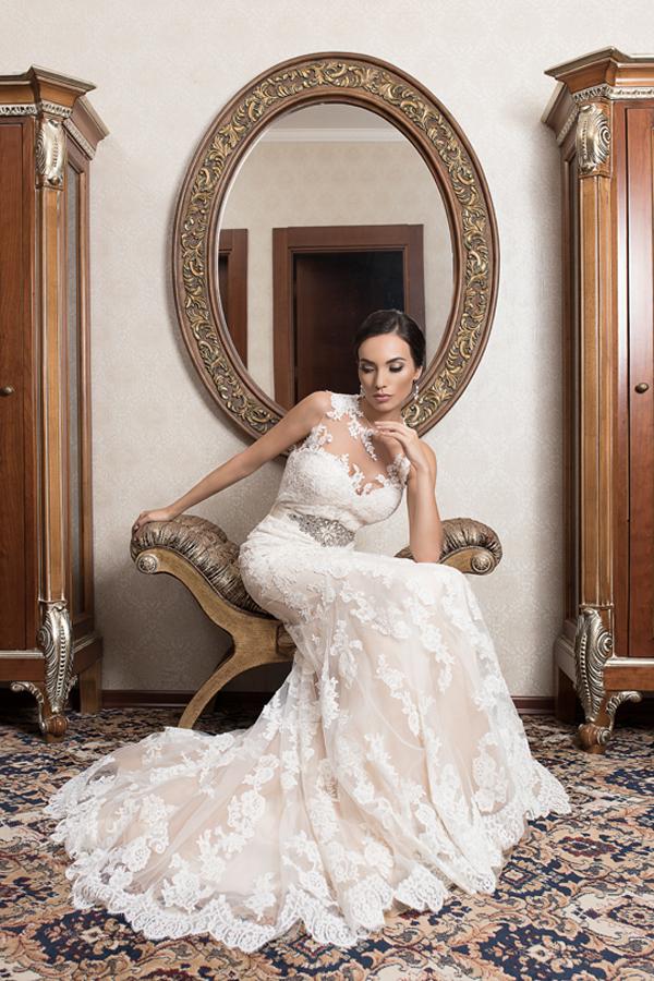 Списание Сватбен каталог с есенен брой - на корицата рокля на St.Patrick by Pronovias