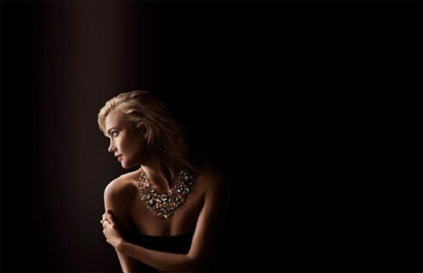 Swarovski става на 10 години - с нова кампания с участието на Карли Клос и Джейсън Ву