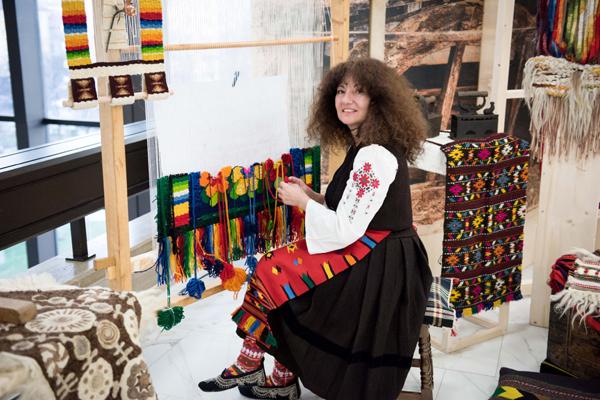 Красотата на българските тъкани беше акцент на специална демонстрация в НДК