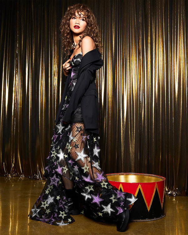 Актрисата Зендая пусна празнична модна колекция с рокли