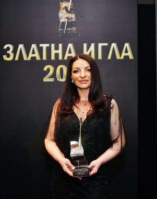 """Поля  Кинова дизайнер на """"Палома Фешън"""", отличена в категория """"Булчинска мода"""" за  2019-та."""