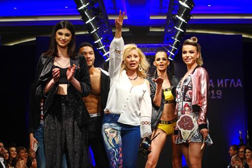 """Джулия Ангелова на финала на нейното шоу,  подготвено за """"Златна игла 2019""""."""