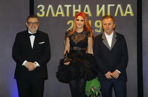 Проф. Любомир Стойков, Невена Никова и г-н Мирослав Печев по време на церемонията.