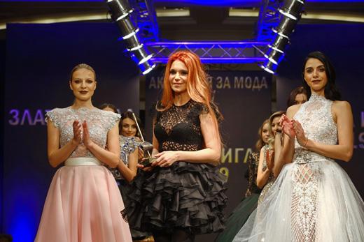 """Невена Николова на финала на нейното ревю за """"Златна игла 2019"""""""