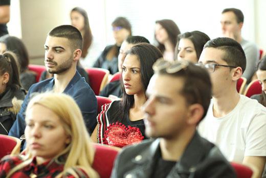 Студенти следиха с интерес лекцията на Алберто Веделаго.