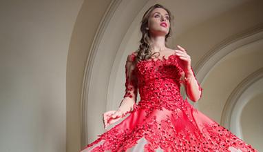Саня Борисова и Вероника Стефанова снимат фотосесия за Блинк в операта