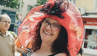 Ирина Сардарева празнува 25 години на модната сцена с Парад на шапките