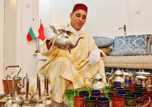 По време на пресконференцията бяха предложени традиционен ароматен марокански чай и хапки.