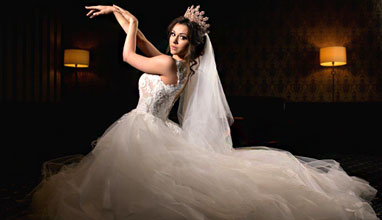 Мис  България 2018 на корицата на на списание Сватбен каталог