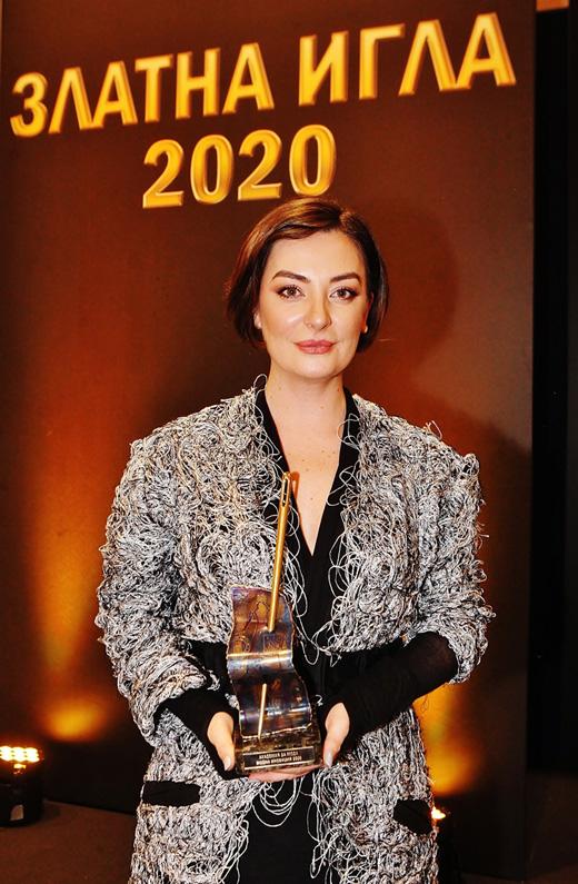"""Теодора Спасова – носител на """"Златна игла 2020"""" за """"Модна иновация"""""""