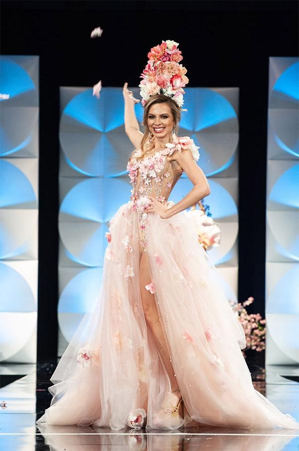 Лора Асенова на конкурса
