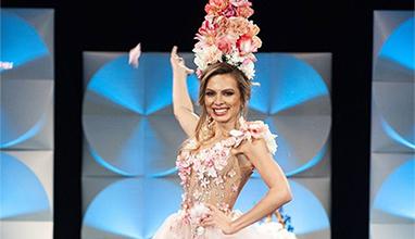 Лора Асенова на конкурса Мис Вселена в творение на Стоян Радичев