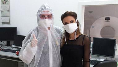Дизайнерката Радослава Лазарова изработи защитни маски за  болницата в Смолян