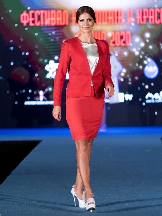 Червен костюм с пола