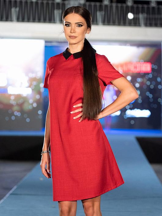 Червена рокля с якичка