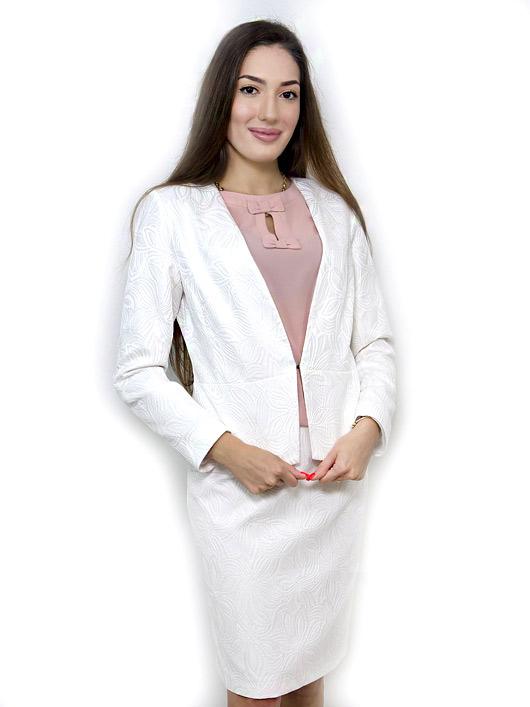 Бял костюм с пола