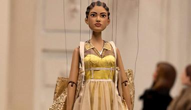 Москино представи новата си колекция с кукли на Седмицата на модата в Милано
