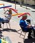 Нова мода: Кафене в Германия въвежда шапки за социална дистанция