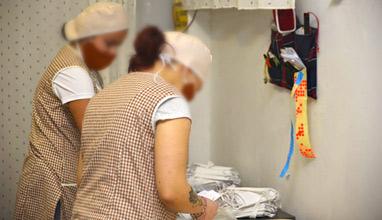 Ученици от Русе усвояват тънкостите на шивашкия бранш в реална среда