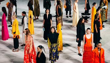 Седмица на модата в Ню Йорк: Проенца Шулер Пролет/Лято 2022 - възхвала на новооткритите свободи