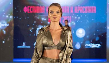 Стефани Каменова представи авторска колекция на бляскаво модно събитие в морската ни столица